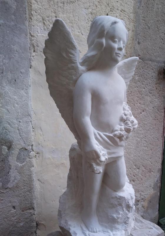 Ange avec fleurs sculpture en pierre 60cm 31