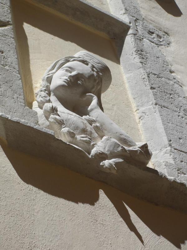 Relief en pierre d une femme accoudee a sa fenetre 70cm par jean joseph chevalier 86 1