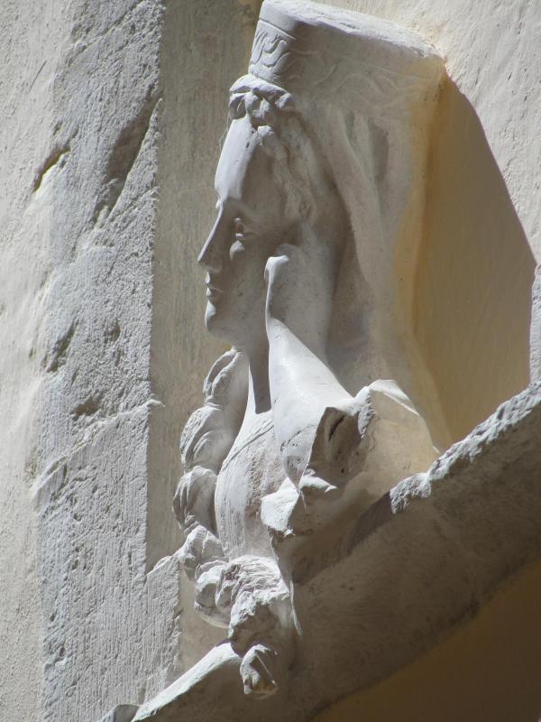 Relief en pierre d une femme accoudee a sa fenetre 70cm par jean joseph chevalier 87 1