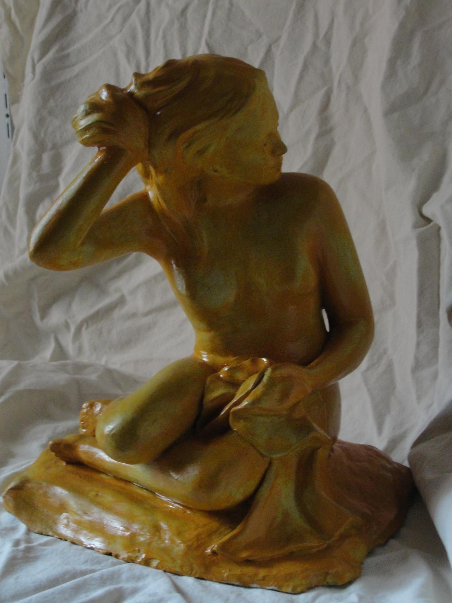 Sculpture en terre, modelage, baigneuse