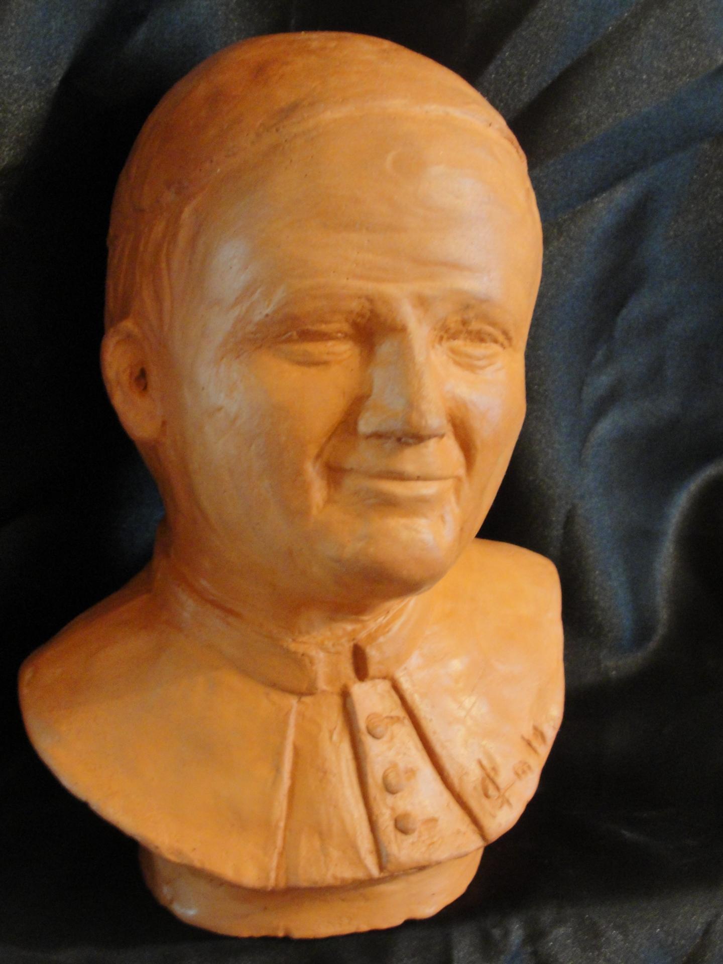 Sculpture sur terre, buste portrait de Jean-Paul II