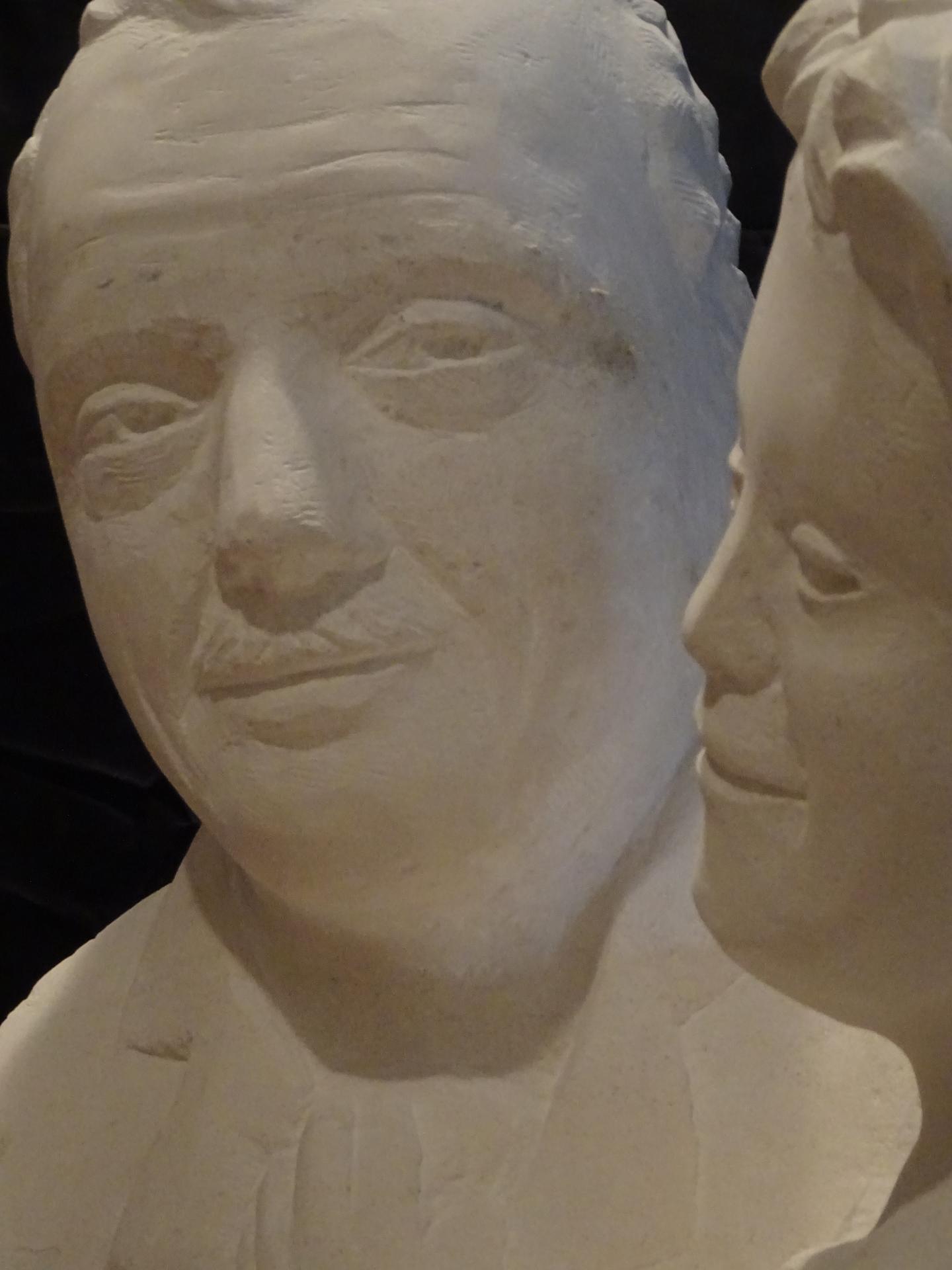 Buste de jerome lejeune avec un jeune trisomique en pierre 65cm de haut 113