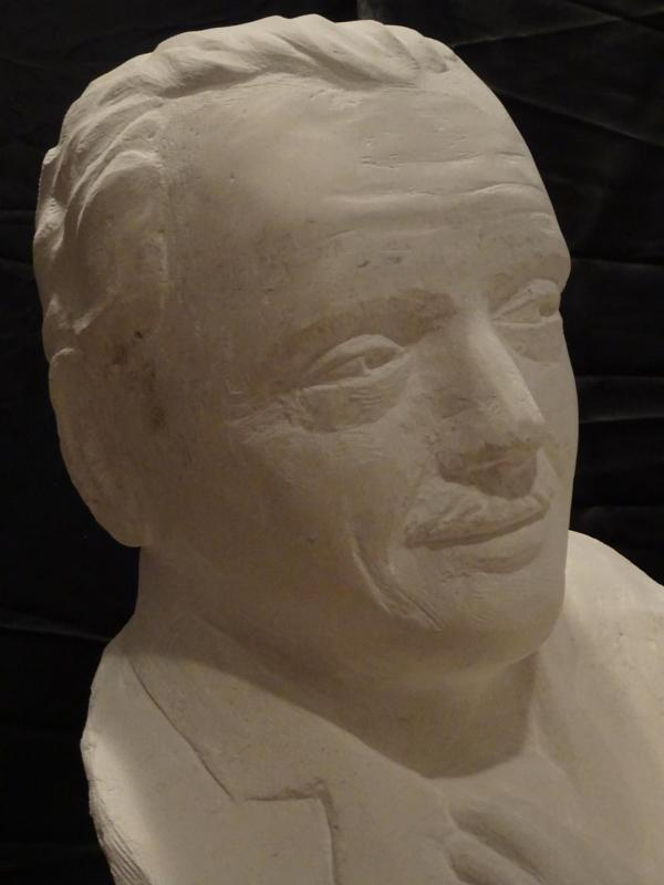 Buste de jerome lejeune avec un jeune trisomique en pierre 65cm de haut 115