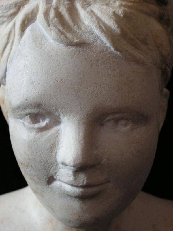 Buste de jeune fille en pierre 15cm 5