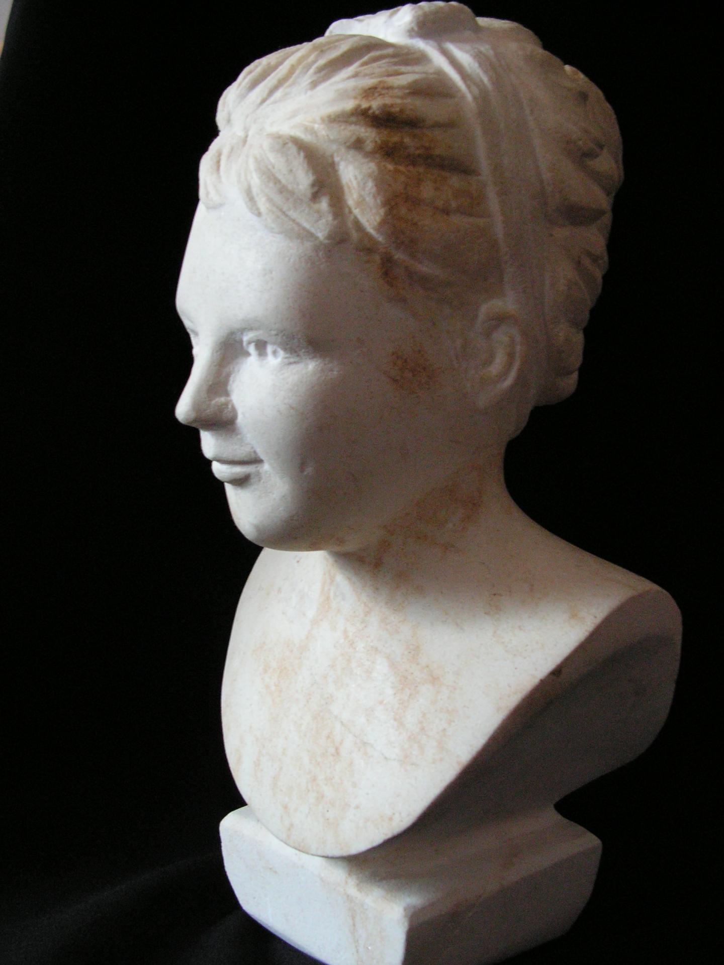 Buste de jeune fille en pierre 15cm 6