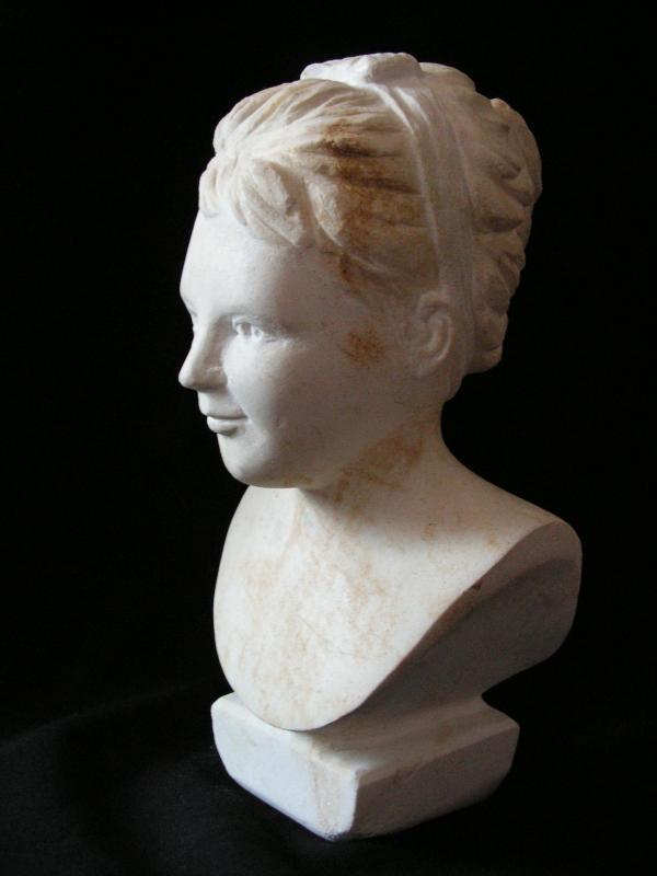 Buste de jeune fille en pierre 15cm 7