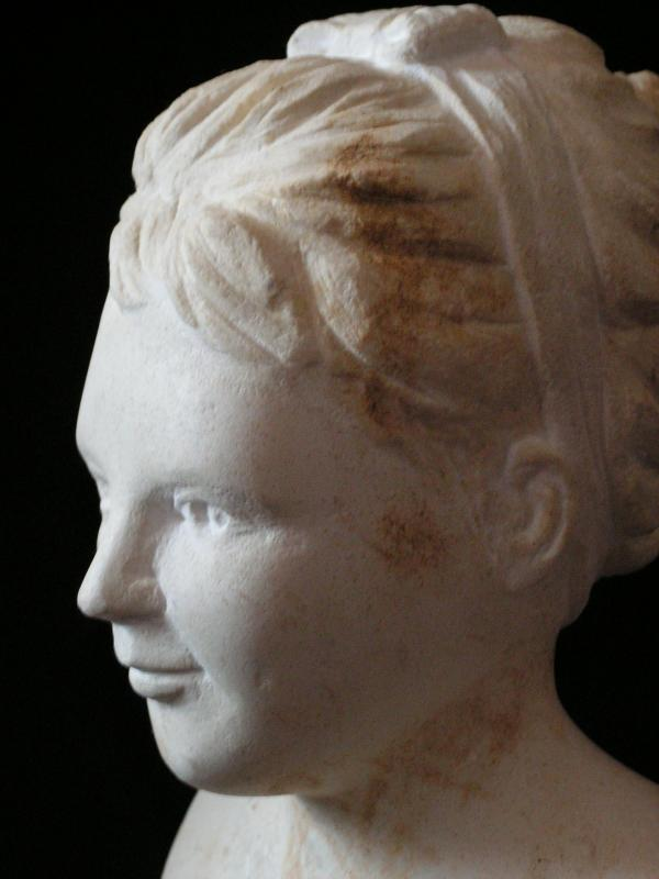 Buste de jeune fille en pierre 15cm 8