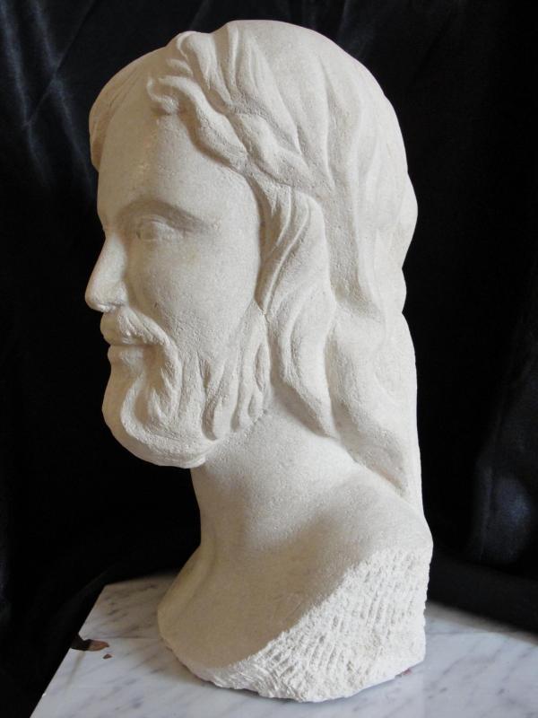 Buste en pierre d un christ 7