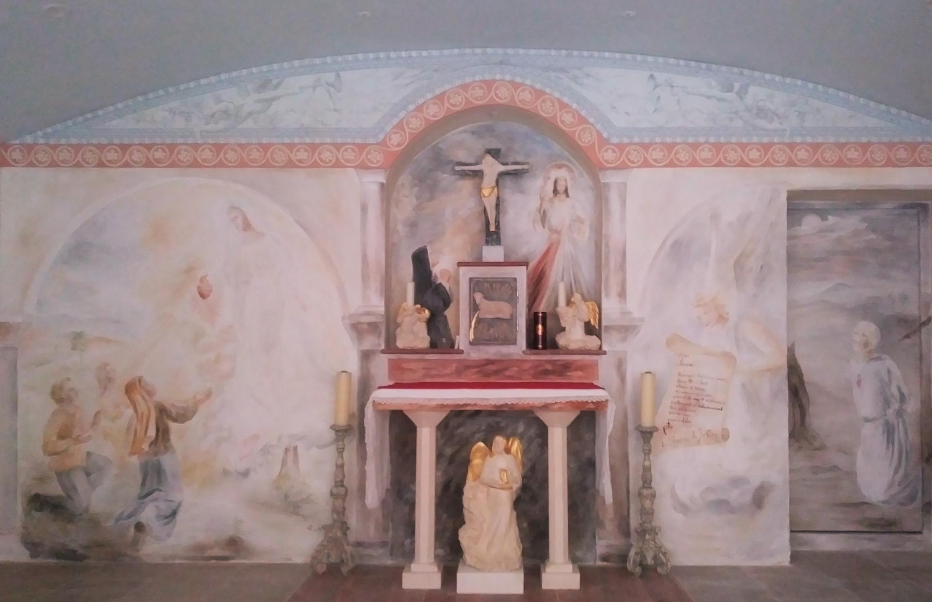 Chapelle de la misericorde fresque et mobilier liturgique 1