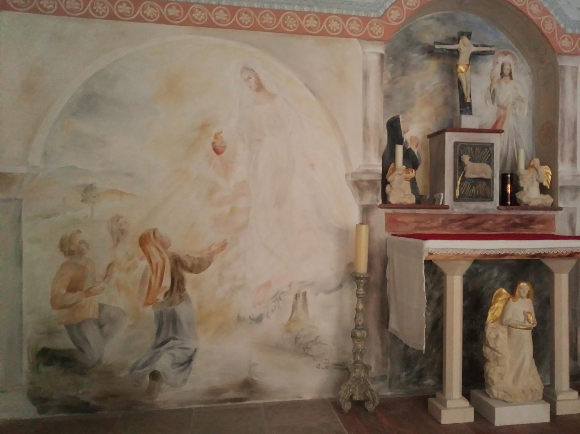 Chapelle de la misericorde fresque et mobilier liturgique 2