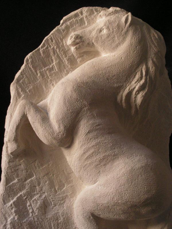 Cheval relief en pierre 60cm