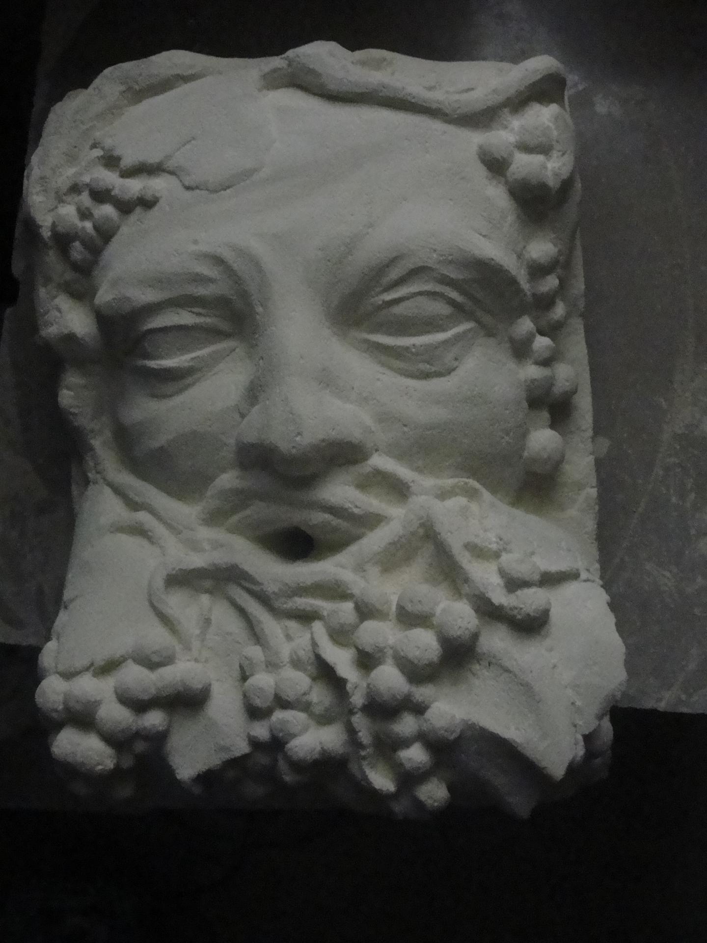 Cracheur en pierre bacchus ou homme vigne 50cm par jean joseph chevalier 14