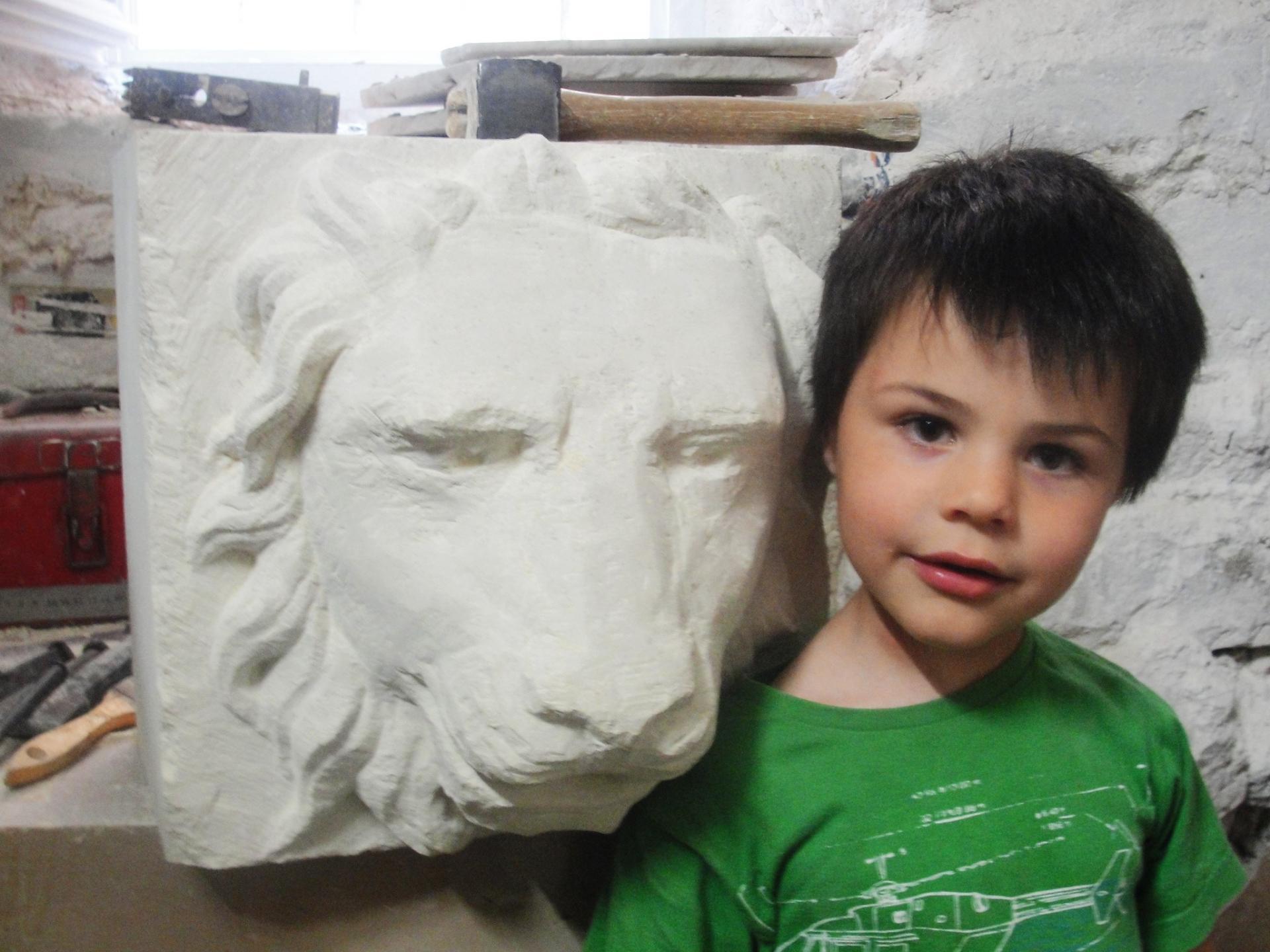 Lion cracheur en pierre par jean joseph chevalier 10