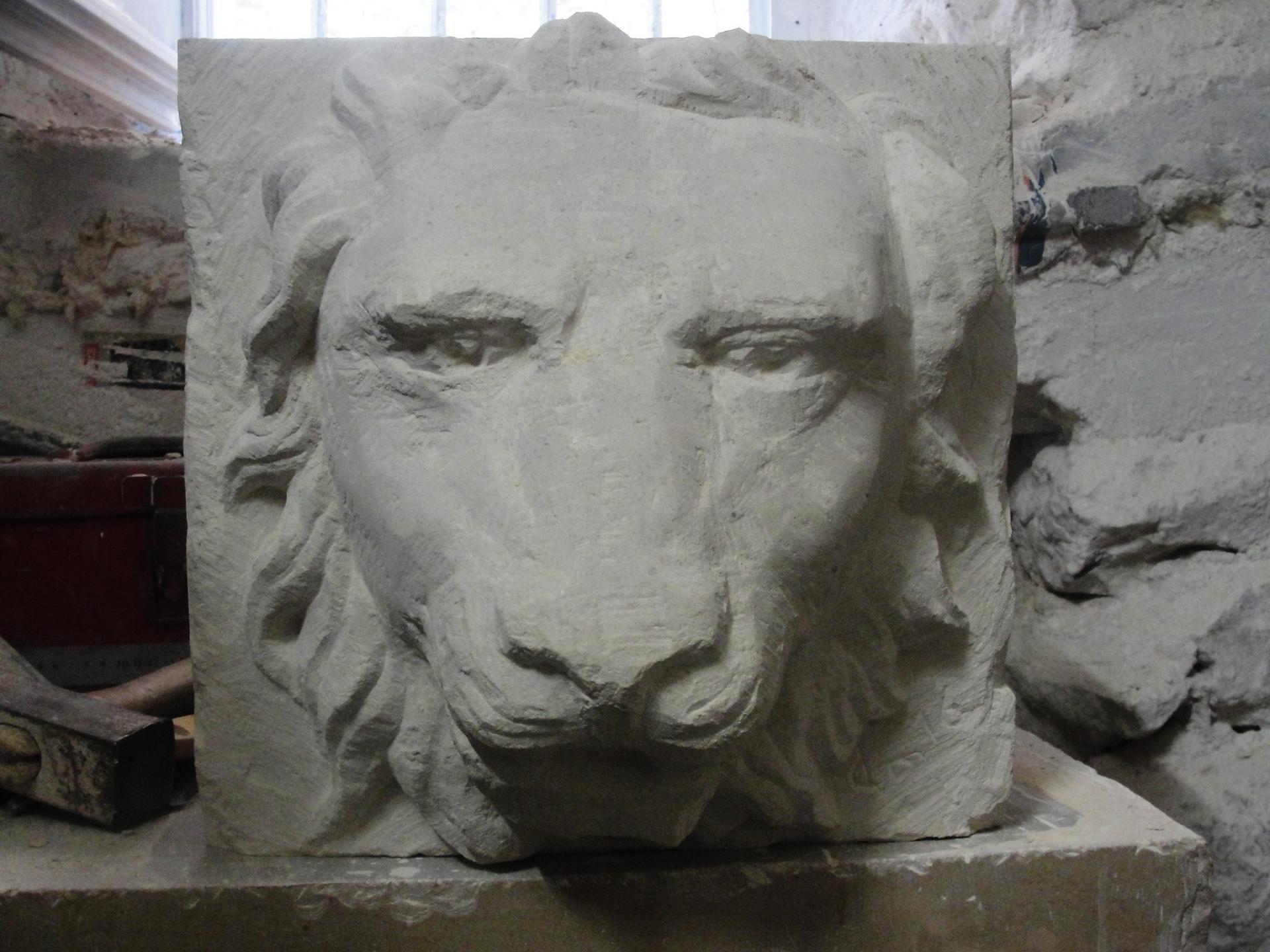 Lion cracheur en pierre par jean joseph chevalier 11