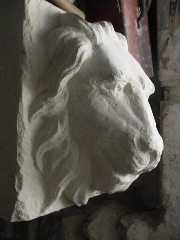 Lion cracheur en pierre par jean joseph chevalier 12