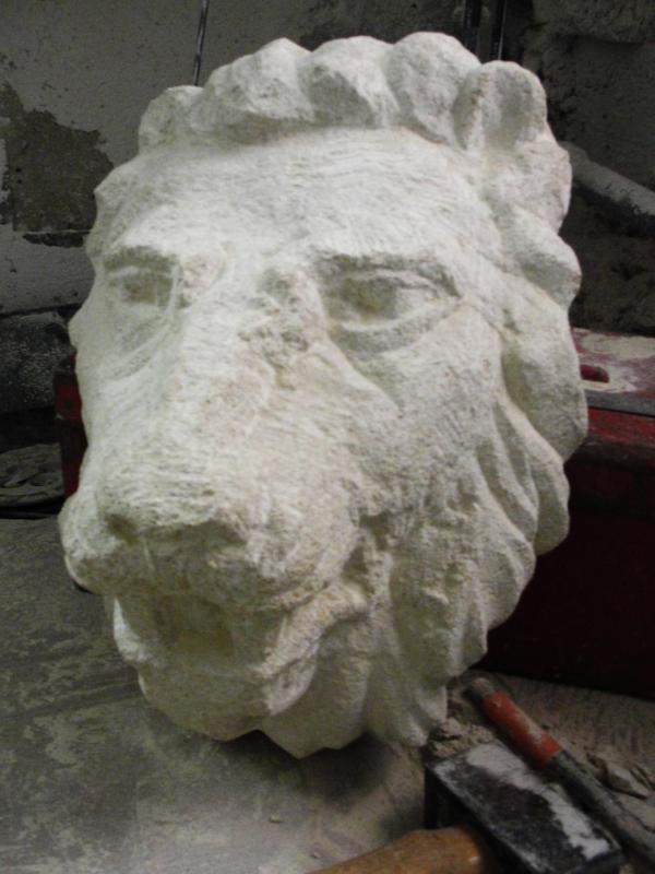 Lion cracheur en pierre par jean joseph chevalier 30cm 13