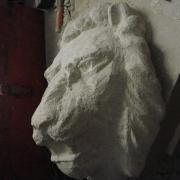 Lion cracheur en pierre par Jean-Joseph Chevalier