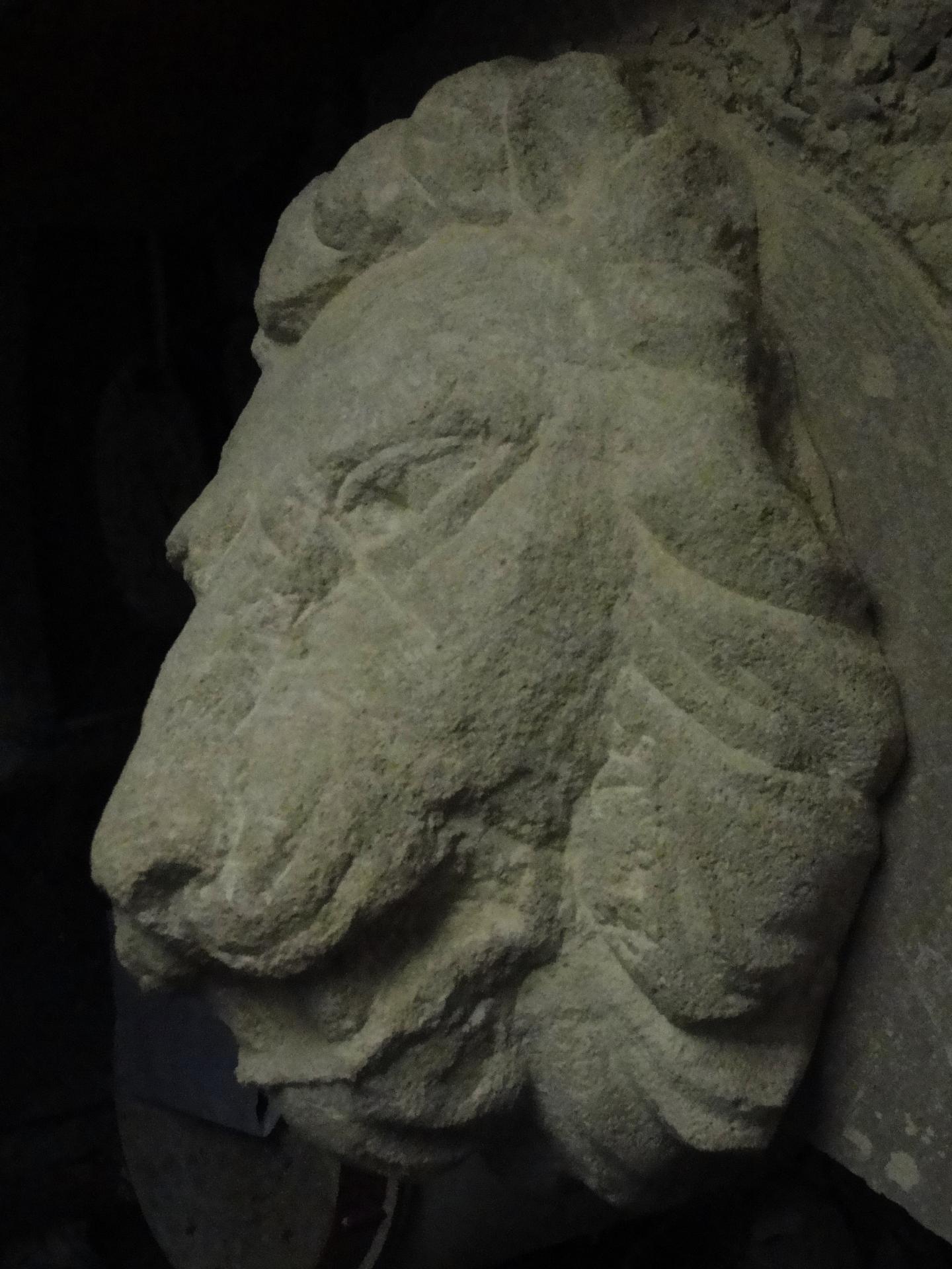 Lion cracheur en pierre par jean joseph chevalier 30cm 18