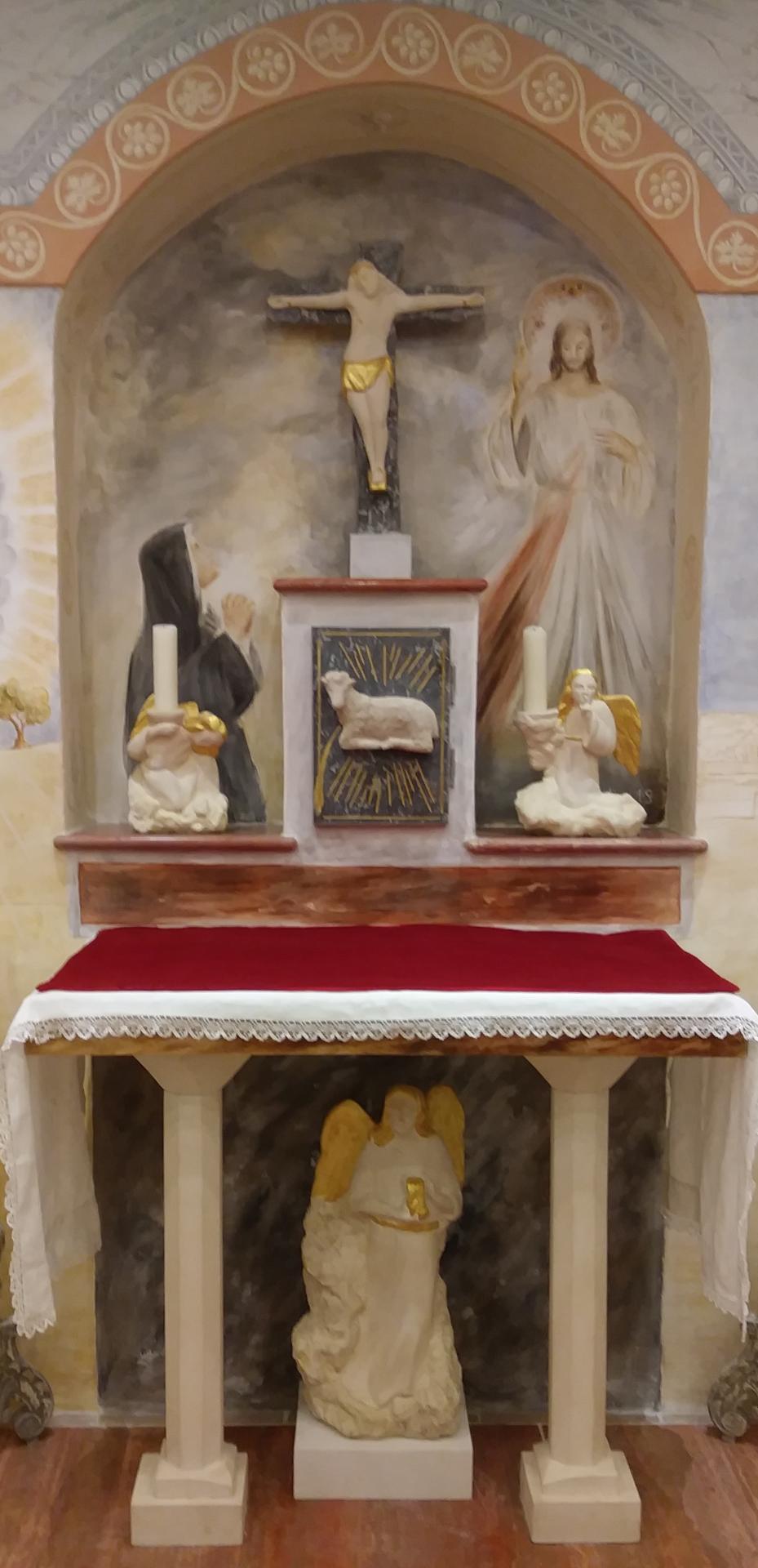 Fresque de la Misericorde, autel, sculpture et tabernacle pour les missionnaires de la miséricorde divine à Toulon.