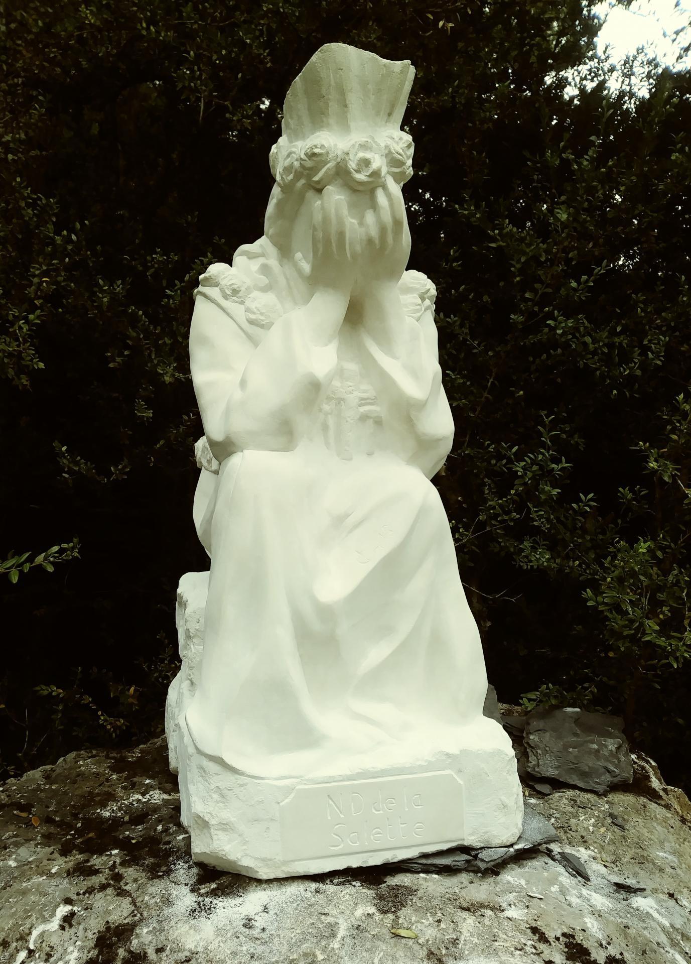 Notre dame de la salette sculpture en pierre de jean joseph chevalier 1