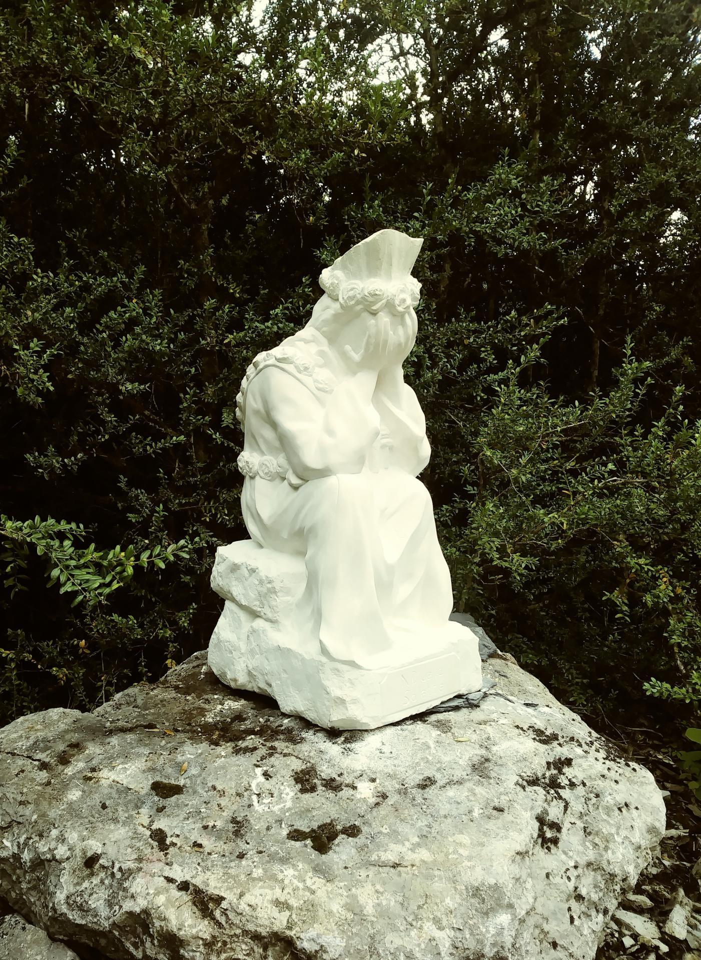 Notre dame de la salette sculpture en pierre de jean joseph chevalier 2