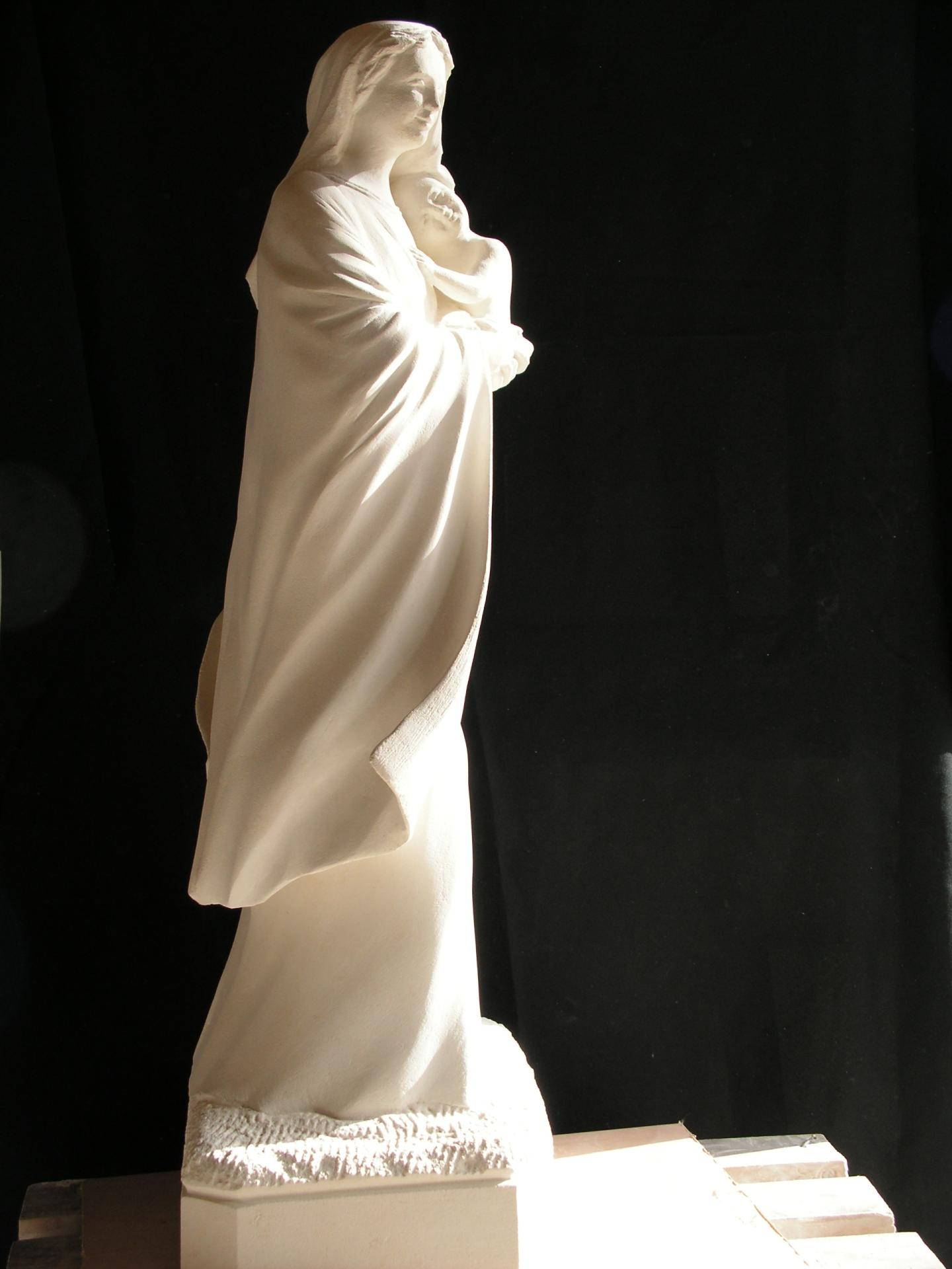 Notre dame du reconfort vierge a l enfant sculpture en pierre ronde bosse 1 2m 12