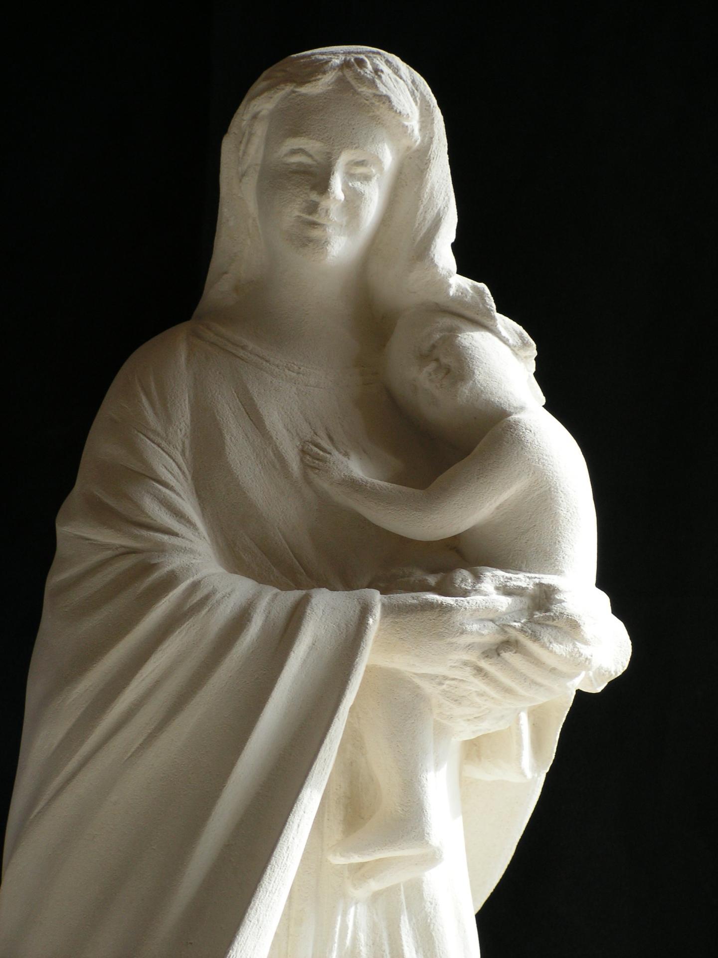 Notre dame du reconfort vierge a l enfant sculpture en pierre ronde bosse 1 2m 8