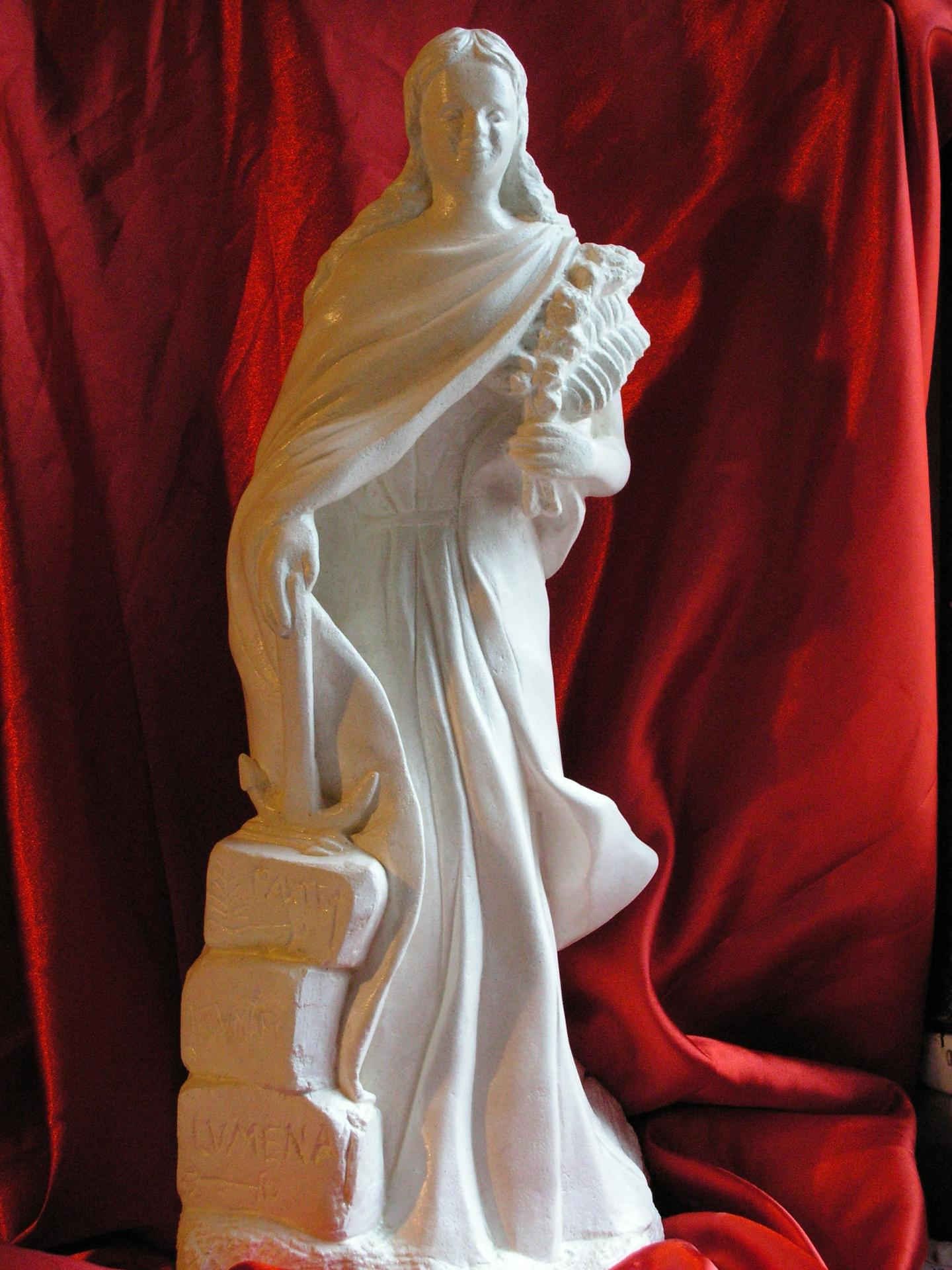 Sculpture sur pierre ronde bosse representant ste philomene 53