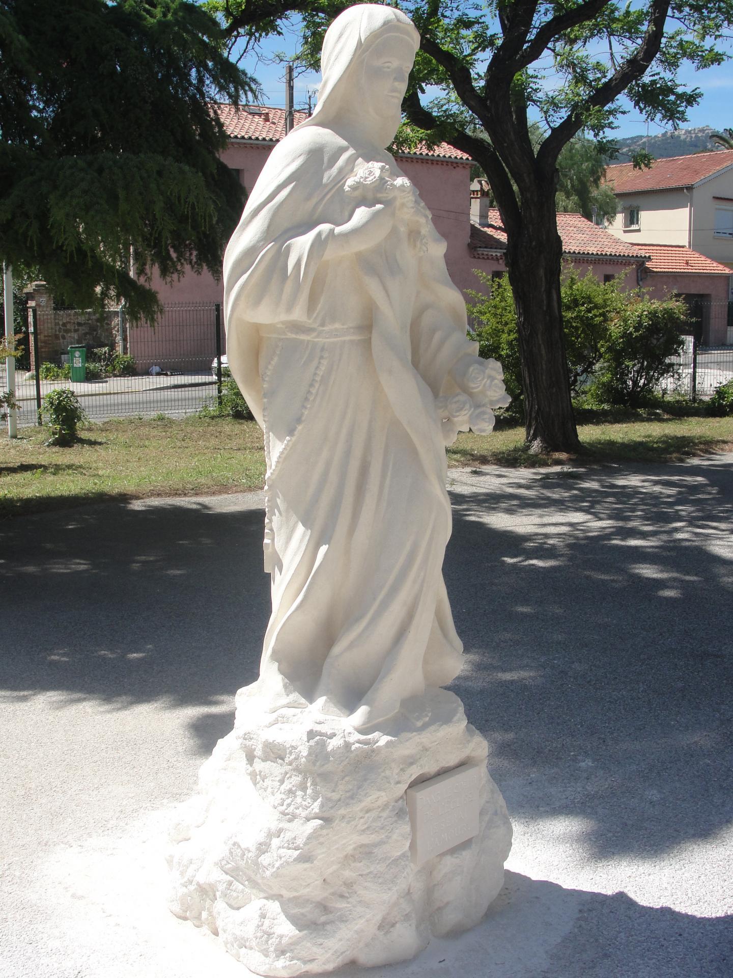 Sculpture sur pierre statue en ronde bosse ste therese de lisieux toulon 257 1