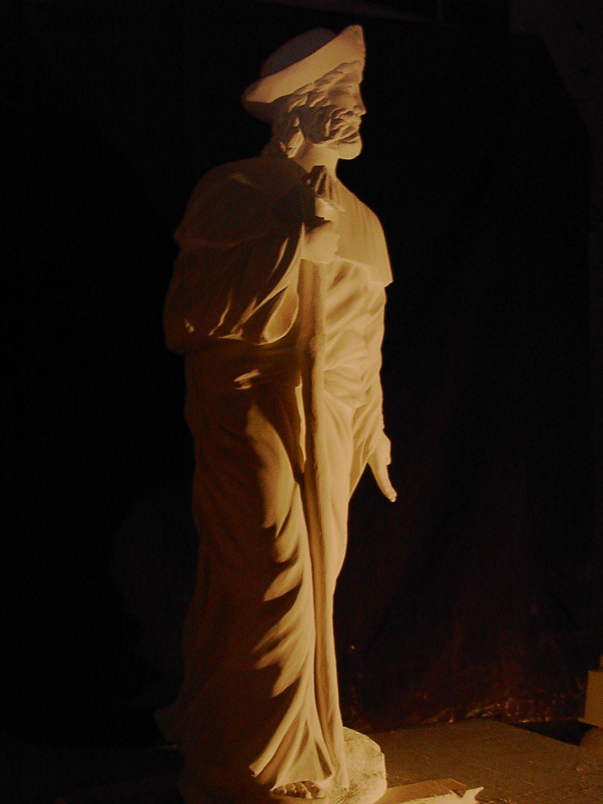 Sculpture sur pierre, ronde bosse, St Jacques de compostelle